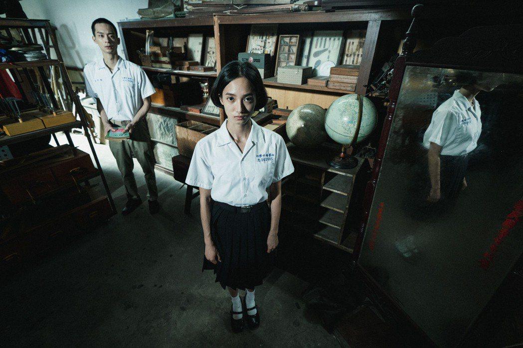 韓寧演出「返校」,劇中角色記憶中的60年代出現當年的讀書會成員魏仲廷(林志謙飾演...