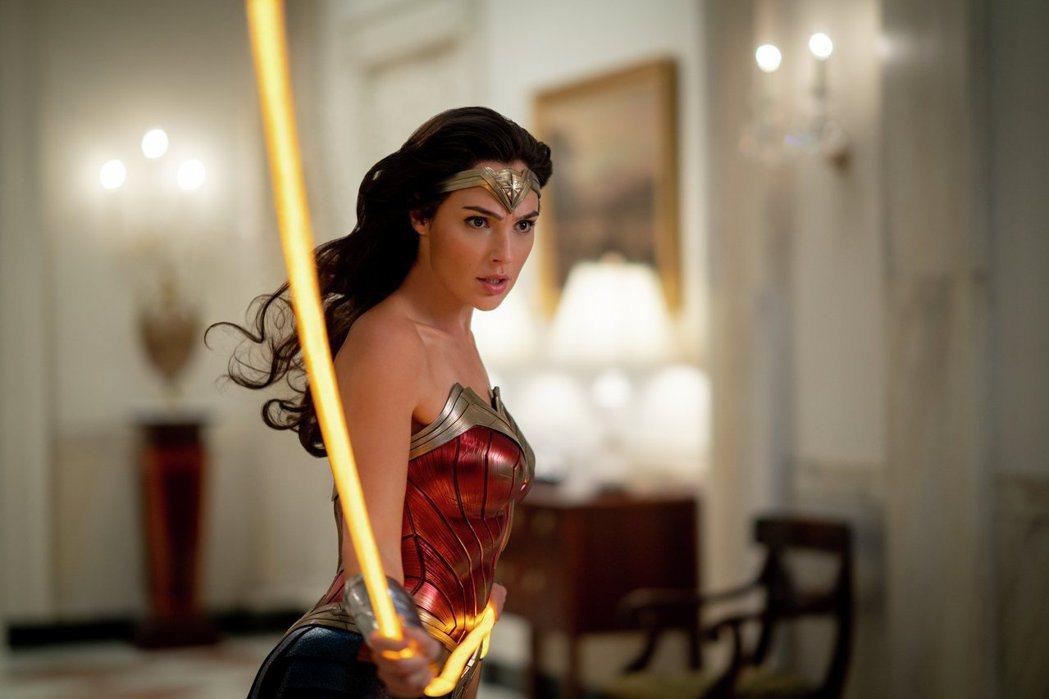 「神力女超人1984」全球迴響熱烈,片中也有許多彩蛋引發網友討論。圖/華納兄弟提