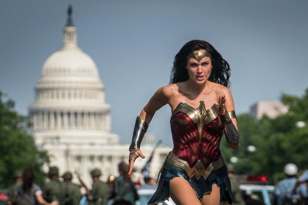 「神力女超人1984」全球迴響熱烈,片中也有許多彩蛋引發網友討論。圖/華納兄弟提...