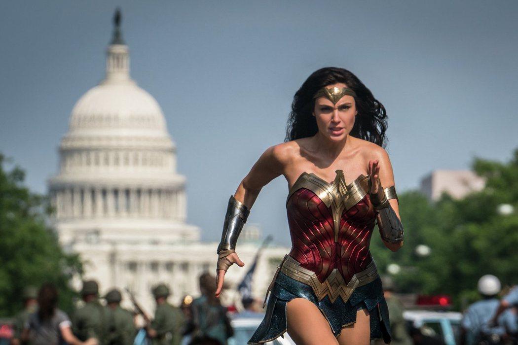 「神力女超人1984」全球迴響熱烈,片中也有許多彩蛋引發網友討論。圖/華納兄弟提供