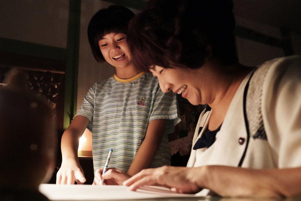 吳以涵(左)、楊麗音在「 俗女2」中有新面貌。圖/華視提供