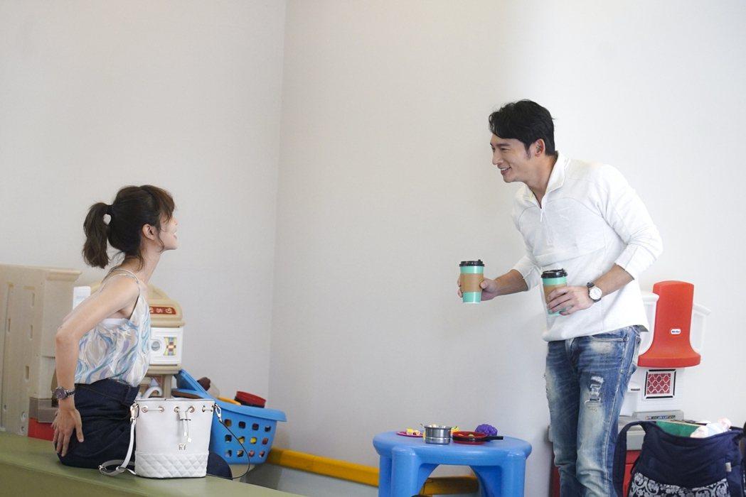 謝盈萱(左)拍「俗女2」,「前」男友溫昇豪再次回歸劇組。圖/華視提供