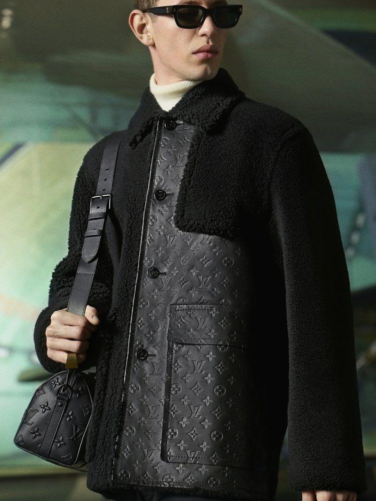 浮雕Monogram皮革搭配皮草的設計,讓休閒外套展現奢華面貌。圖/LV提供