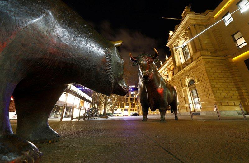 全球股票与公债持续供应吃紧的情况,明年几乎没有放缓的迹象。路透(photo:UDN)