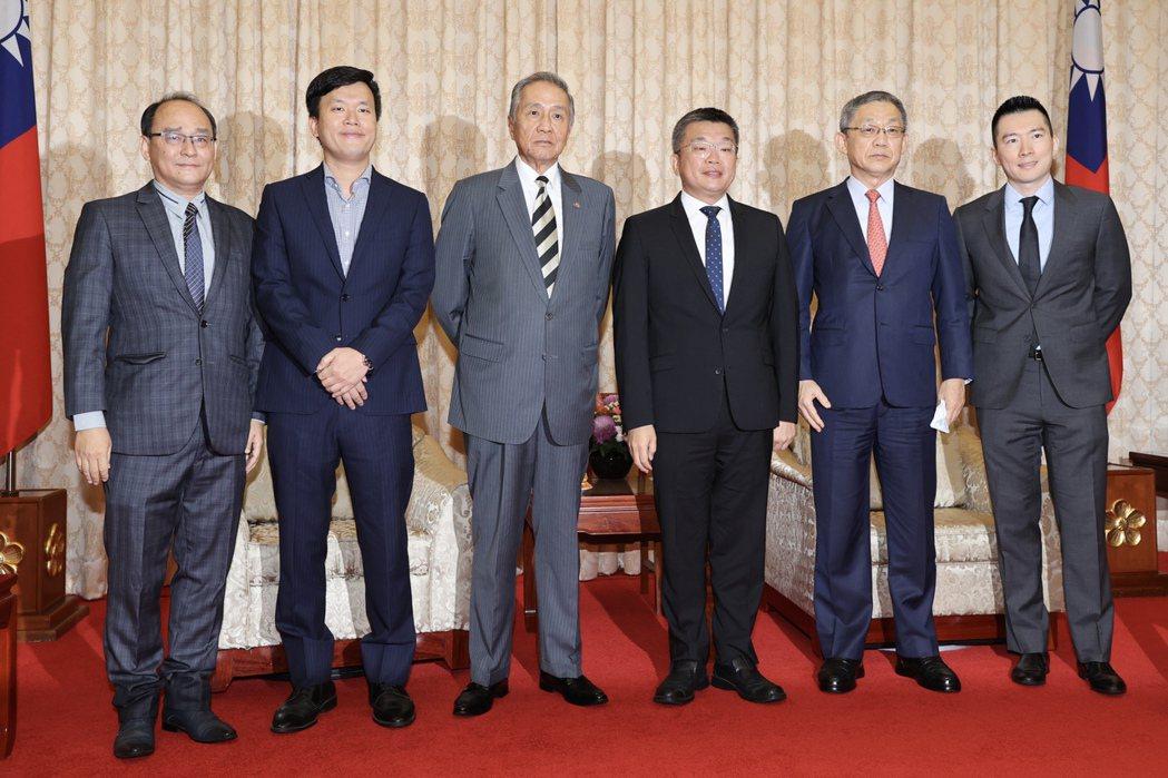 中華職棒聯盟五球團代表昨拜會立法院副院長蔡其昌(右三)。記者林伯東/攝影