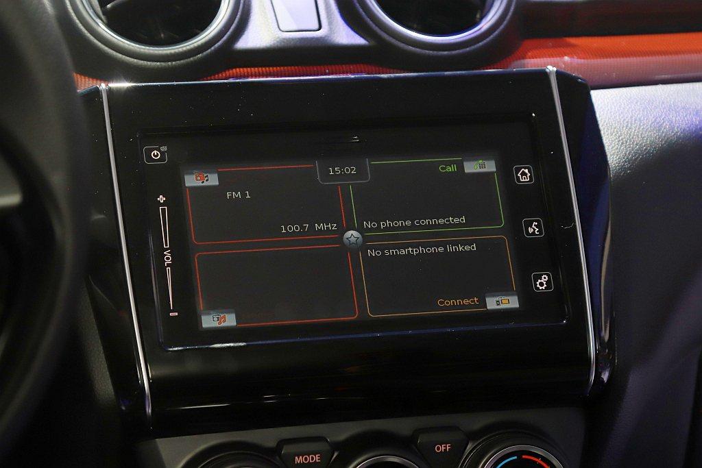 多功能觸控式螢幕支援Apple CarPlay及Android Auto,賦予更...