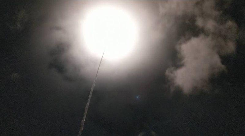 今天耶誕佳節,國家中山科學研究院晚上8點05分在台東成功鎮基翬漁港試射1枚無限高飛彈。記者尤聰光/攝影