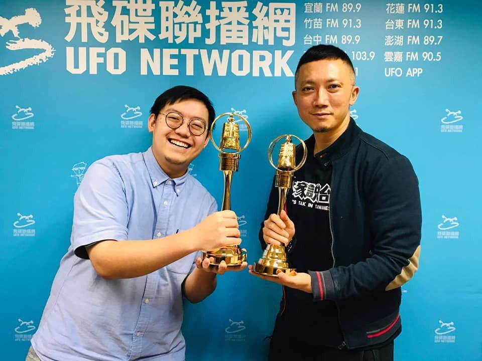 小樹(右)以「StreetVoice未來進行式」拿下第55屆廣播金鐘流行音樂節目...