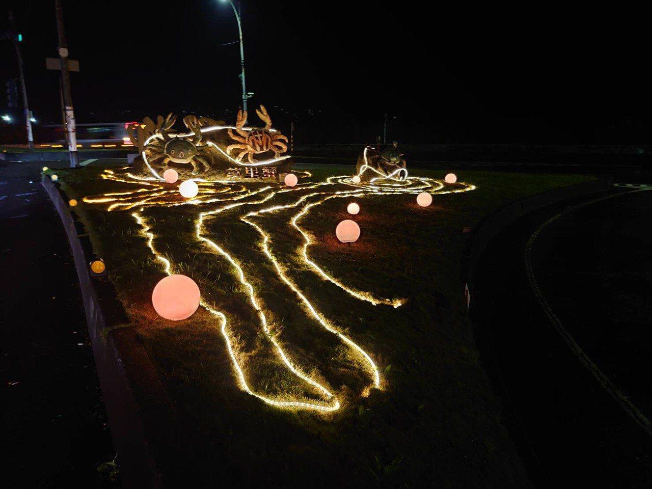 交通部觀光局北觀處前晚啟動戶外12處不同主題及造型意象燈飾「光環境」,運用燈飾裝...