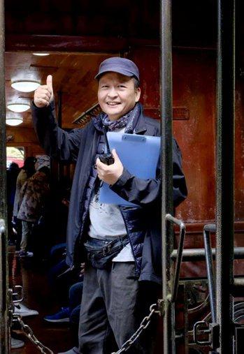 蔡一峰今年60歲,因在山上拍紀錄片多年,身體非常健康,偶爾還會參加馬拉松比賽。 ...