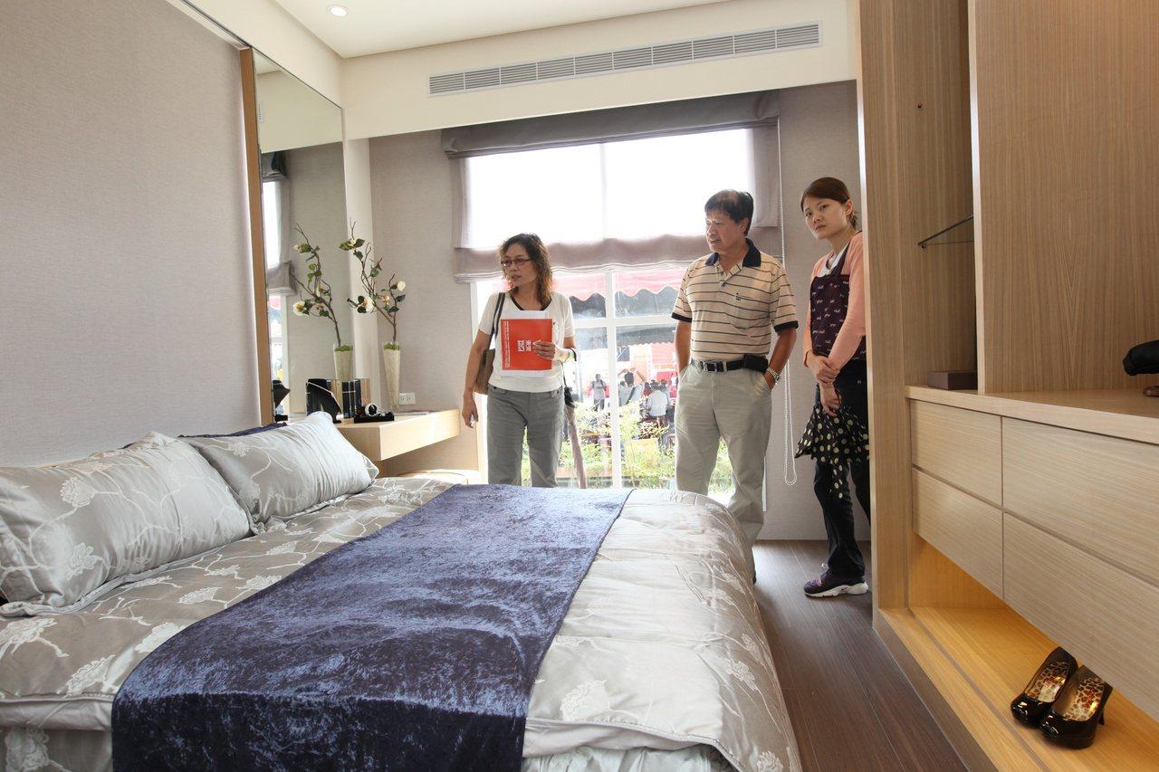 二代之間對於住宅需求不同,住的近、當鄰居的新同居模式,逐漸成為城市中的新趨勢。 ...