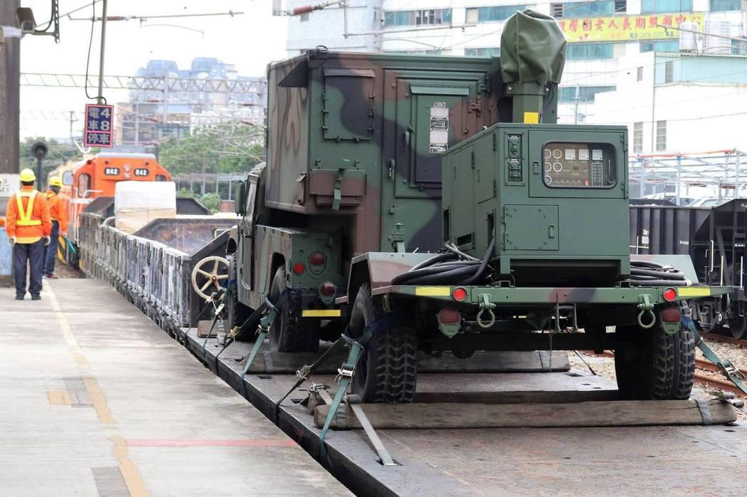 資通電軍現役「戰術區域通信系統」機動車。 圖/何乙熊提供