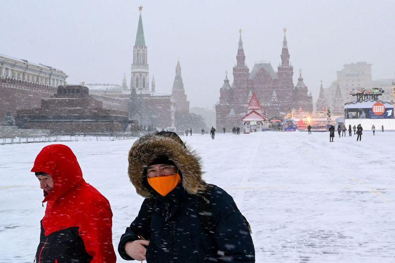 為防2019冠狀病毒疾病(COVID-19)變種病毒入侵,俄羅斯國際傳真社(Interfax)報導,國家消費者衛生監管部門說,自英國入境的旅客必須強制自主隔離兩週。 法新社