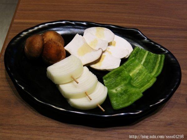 炭烤蔬菜類食材新鮮,烤完後清爽甘甜美味。