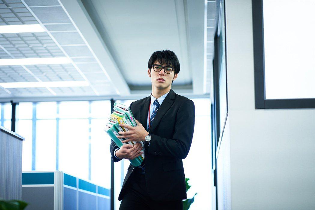 陳昊森在「大債時代」中飾演社會新鮮人。圖/公視提供