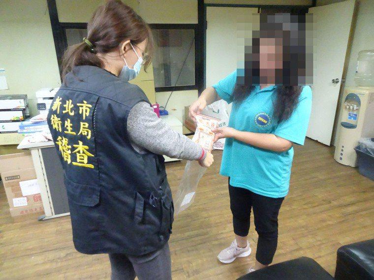 新北市衛生局12月15日前往稽查嬰幼兒米製副食品。圖/新北市衛生局提供