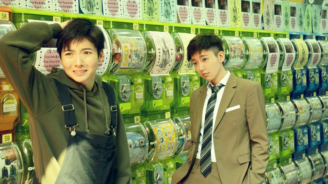 謝沛恩(左)、郭雪芙(右)在「揭大歡喜」理短髮比帥。圖/海鵬提供