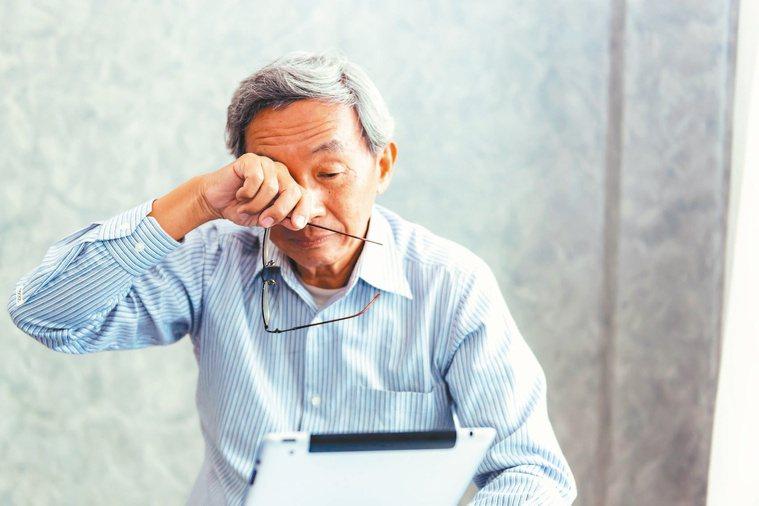 許多人以為黃斑部病變與老化有關,但糖尿病如果控制不佳,也會走向黃斑部病變,導致視...