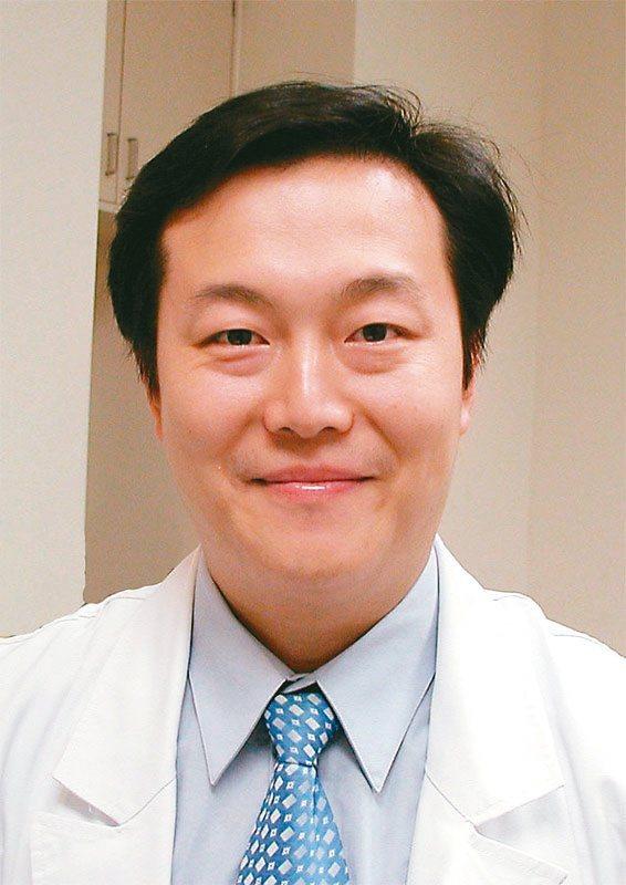 王嘉康 亞東醫院眼科部主任 圖╱亞東醫院提供