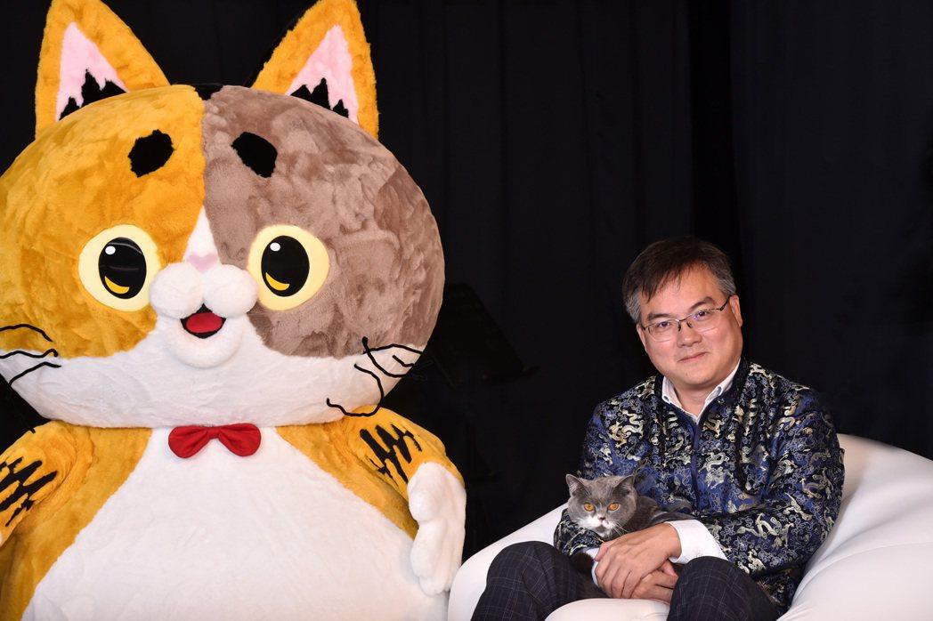 創始人林宜養(右)斥資上億打造台灣代表貓RuRu醬,誓言力拚美國加菲貓、日本凱蒂...