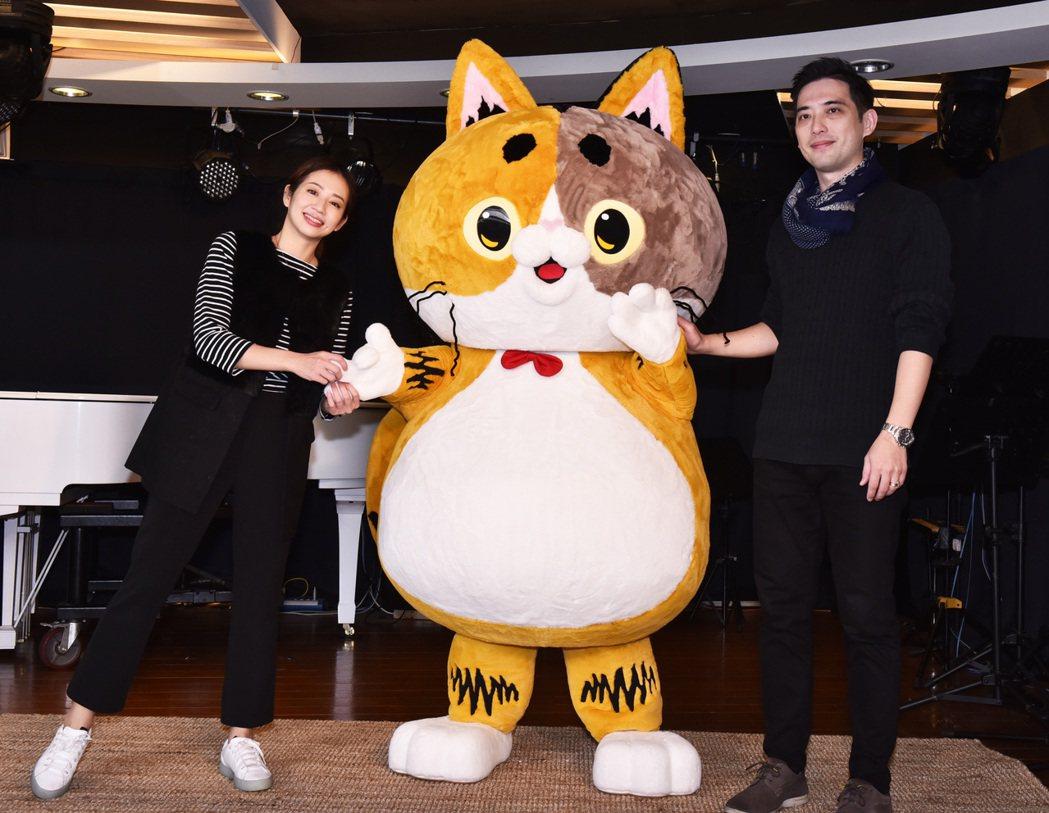創始人林宜養(右)斥資上億打造台灣代表貓RuRu醬,誓言力拚美國加菲貓、日本凱蒂