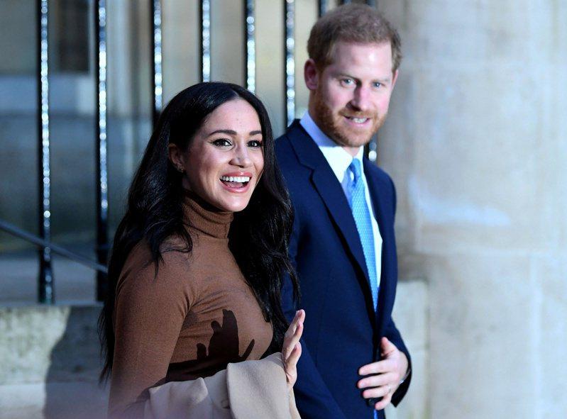哈利王子與梅根到美國發展後,先後簽下高價合約,媒體聲量也遠勝其他英國皇室成員。圖/路透資料照片