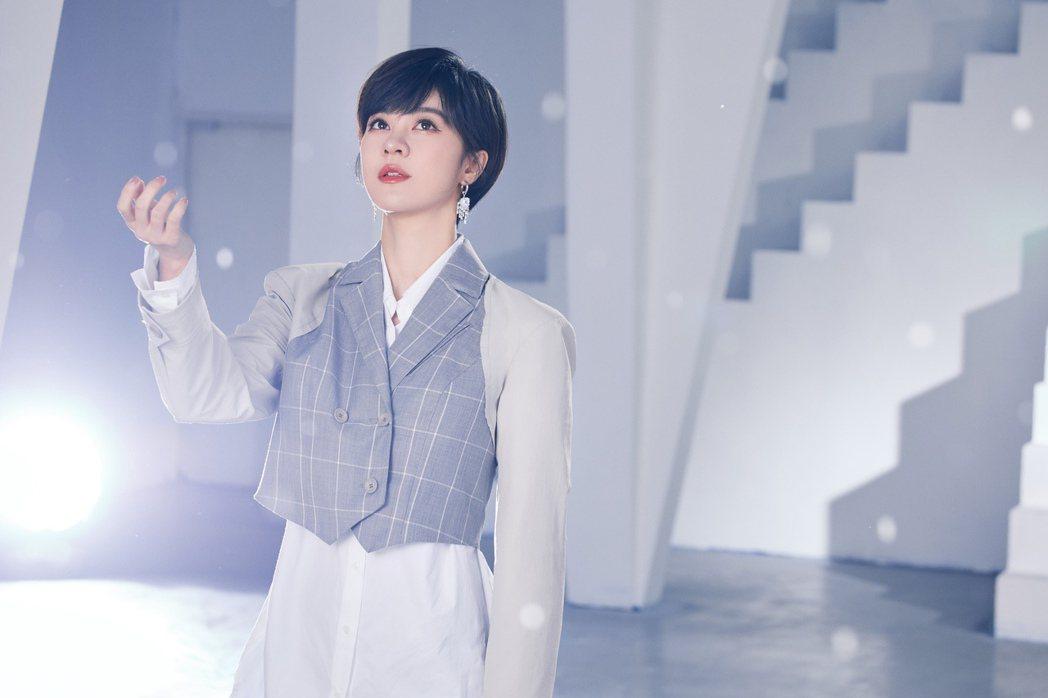 郁可唯為三立年度重點類型華劇「未來媽媽」演唱主題曲「懂得雨天」。圖/華研國際提供