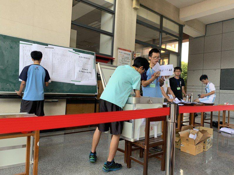 依「高級中等教育法」規定,學校應輔導學生成立由全校學生選舉產生的學生會及其他相關自治組織。圖/台中一中學生會提供