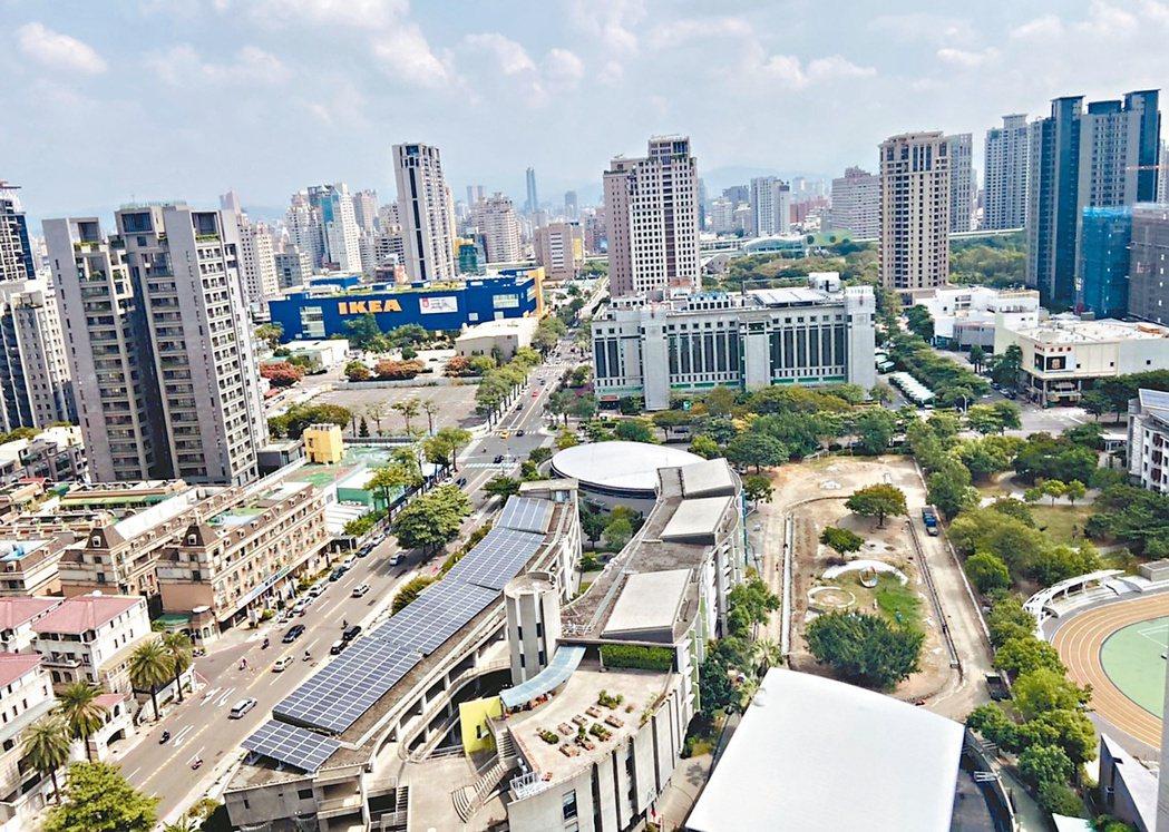 河南黎明商圈擁有大墩、黎明及惠文等三個明星學區,成為購屋人選擇入手的主要考量。...