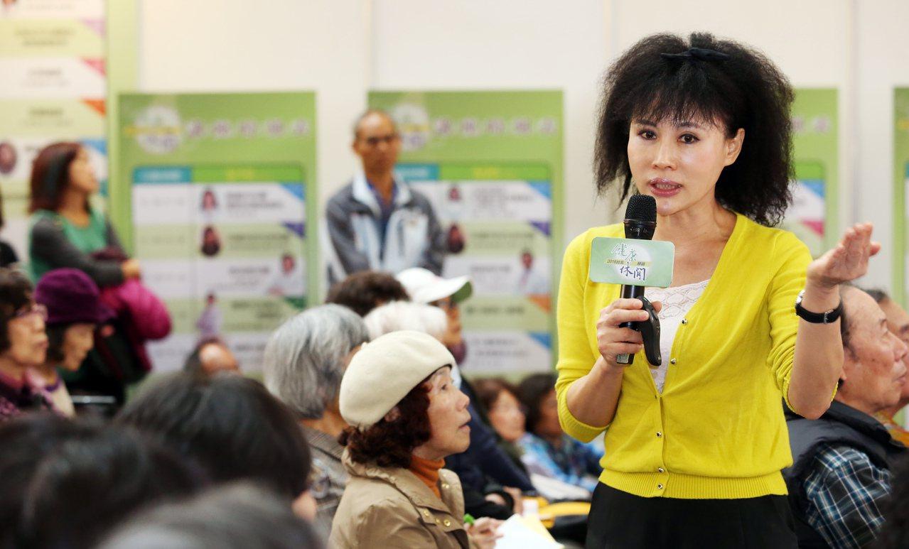 譚敦慈不間斷地投入公益演講或活動,宣導正確食安觀念。本報資料照片
