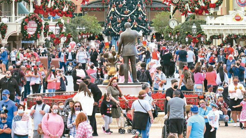 全美估计约8,450万人将在年底的耶诞与新年假期出游,专家忧心美国疫情可能继续恶化。(美联社)(photo:UDN)
