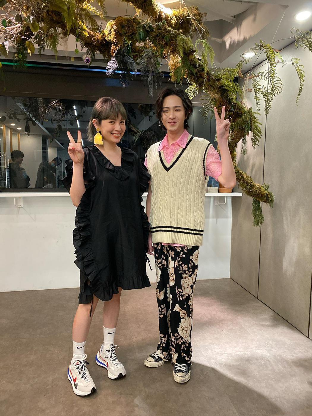 魏如萱(左)的耶誕願望,恐等師弟許含光願望先實現。圖/MTV娛樂台提供
