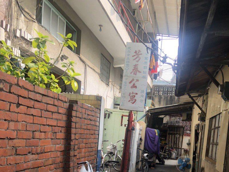 嘉義市芳春公寓座落在巷弄內,提供租屋,以友善老人聞名。記者李承穎/攝影