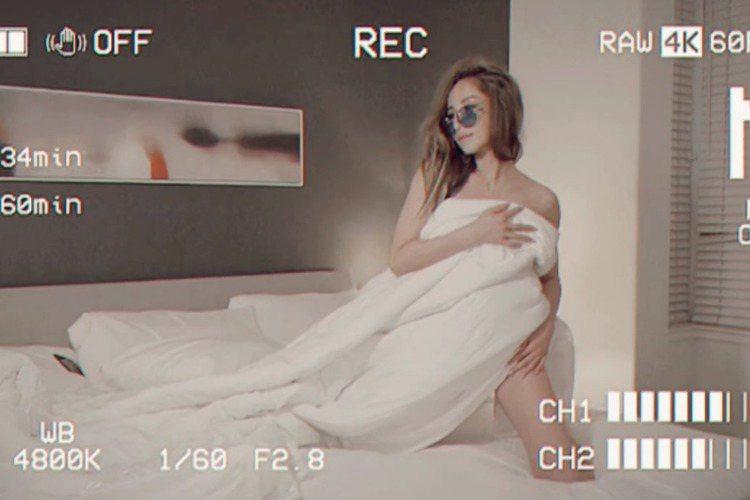 蕭亞軒(Elva)昔允諾會在2017年底發片,跳票之後一拖再拖,遲至去年底才釋出單曲,延宕3年的專輯「Naked Truth赤裸真相」終於在平安夜數位上架,究竟原因為何?她說那時健康狀況每況愈下,「...