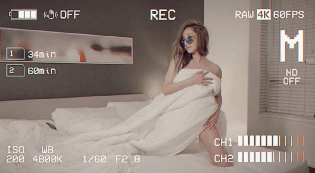 蕭亞軒在專輯造勢影片中近乎全裸上陣。圖/摘自臉書