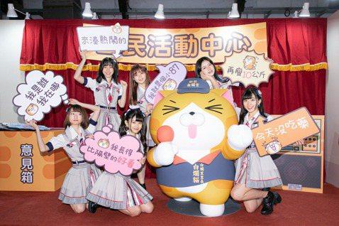 女團「AKB48 Team TP」6位成員昨搶先欣賞「嗨起來!白爛貓五週年特展」,隊長陳詩雅表示今年也是自己入團5周年,內心格外有感觸,潘姿怡、冼迪琦則是白爛貓貼圖的忠實愛好者,冼迪琦笑說聊天最愛用...