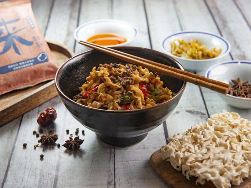 因應疫情,漢來美食今年首次跨入食品領域,推出乾拌麵品牌「來拌麵」。圖/業者提供