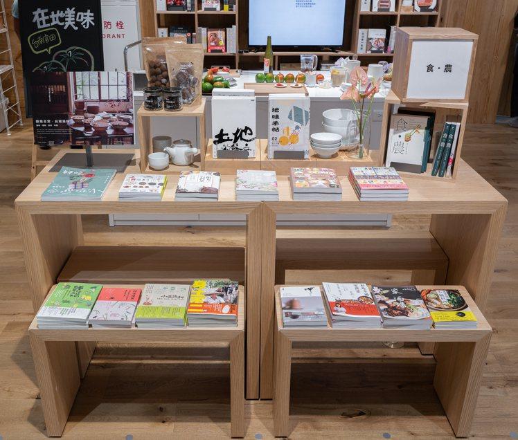 MUJI無印良品南紡門市,店內有1,200本生活選書。圖/MUJI無印良品提供