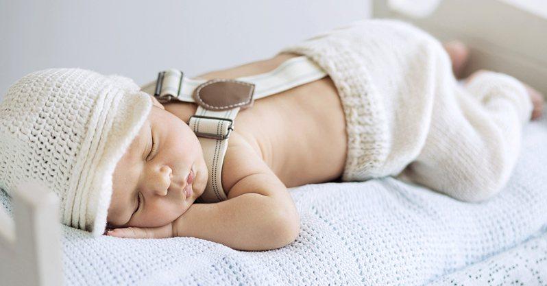 義大利科學家首次在人類胎盤中發現微塑膠。這意味着新生兒在出生時,體內可能已有微塑膠,成為「塑膠寶寶」。 圖/ingimage