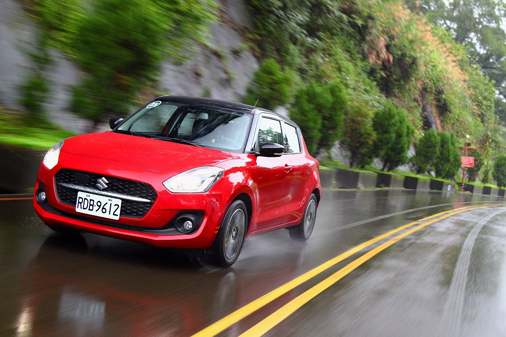 小改款Suzuki Swift加入豐富的行車輔助系統與科技配備,就算價格有些許調...