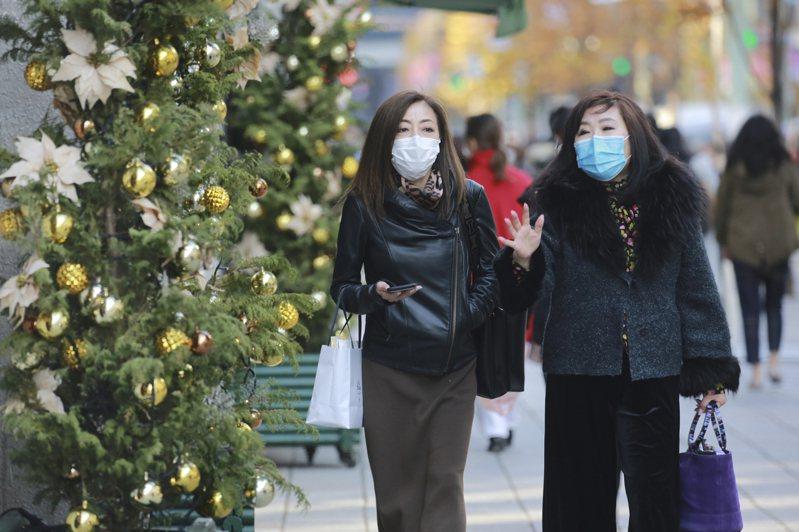 2020年即將結束,回顧日本在氣候方面出現不少紀錄,例如東京出現櫻花最早開花、九州等地發生「令和2年7月豪雨」、靜岡縣濱松市測得歷史高溫,及群馬縣及新潟縣破紀錄大雪。 美聯社