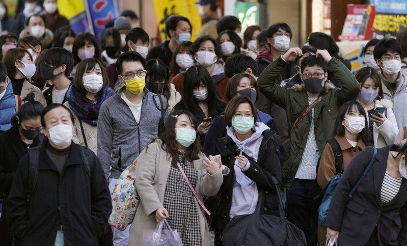 日媒報導,除了機場檢疫發現5人感染英國的2019冠狀病毒疾病(COVID-19)變種病毒株,日本今天又通報新病例,是有英國旅遊史的機長及家屬,變種病毒被懷疑可能進入日本社區。 歐新社