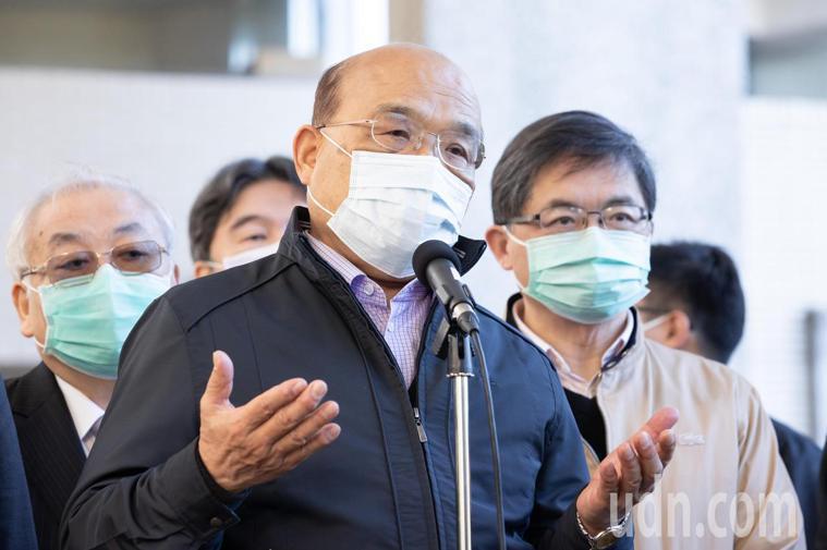 行政院長蘇貞昌表示,要好好回想這一年怎麼過的,有許多辛苦在每個崗位工作人員,他今...
