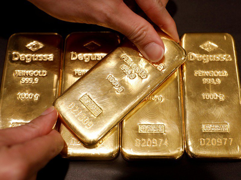 多數專家認為,2021年各國寬鬆貨幣政策將會一直延續,黃金保值及避險的地位不會改變。路透