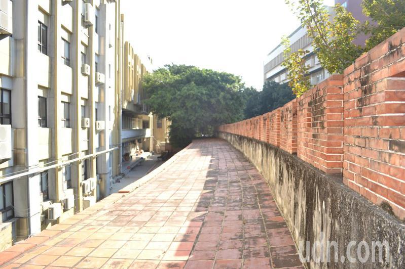 台南女中校園內有道60多公尺長的府城城垣南門段殘跡,已被提報為國定古蹟。記者鄭惠仁/攝影