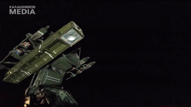 俄罗斯军火巨头卡拉希尼柯夫集团称9M333型飞弹具备独特的影像对比、红外线与反干扰等三种模式,堪称超过其他同级武器的重要优势。画面翻摄:The Sun(photo:UDN)
