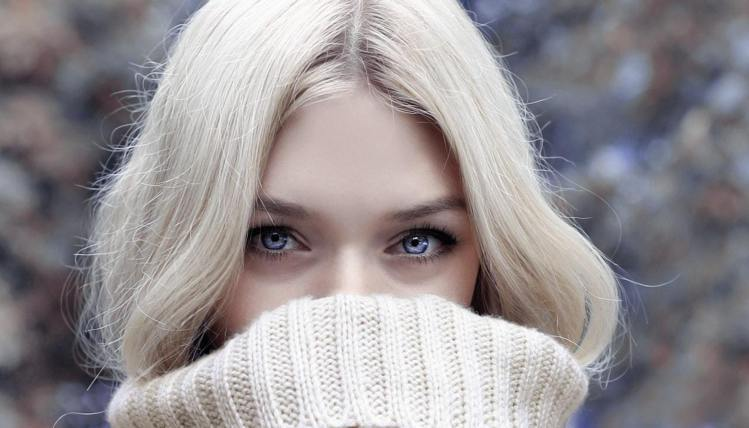過度去角質,可能會讓冬天的肌膚,更容易出現敏感症狀。圖/摘自pexels