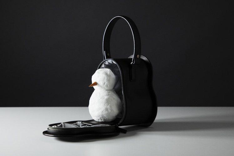 「雪人專屬皮革袋」與防水 OTONA RANDSEL 大人書包 003相同,使用...