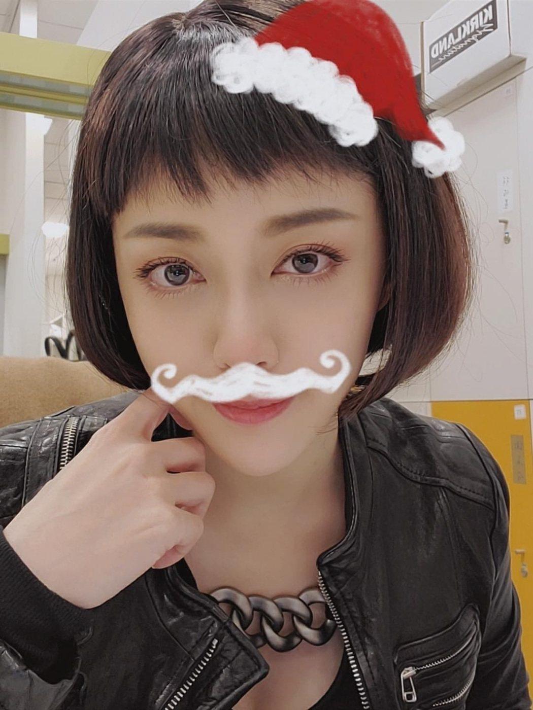韓瑜在社群媒體上貼上短髮照片自認很帥。圖/摘自臉書