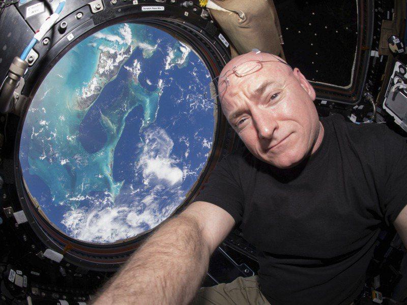 史考特.凱利在國際太空站待340天,是單趟待在太空時間最久的美國人。路透